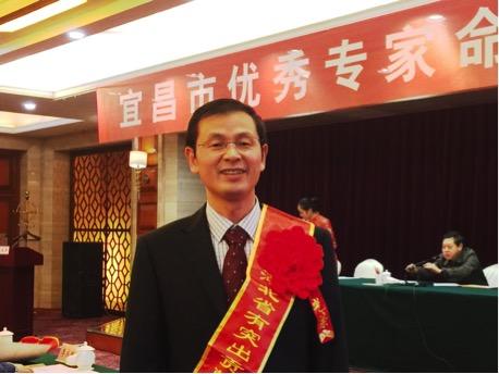 覃先武副总、张彦博士被授予省、市优秀专家
